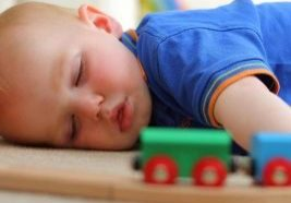Baby-Sleeping-On-The-Floor-Safety-Benefits-And-Precautions-910x1024.jpg